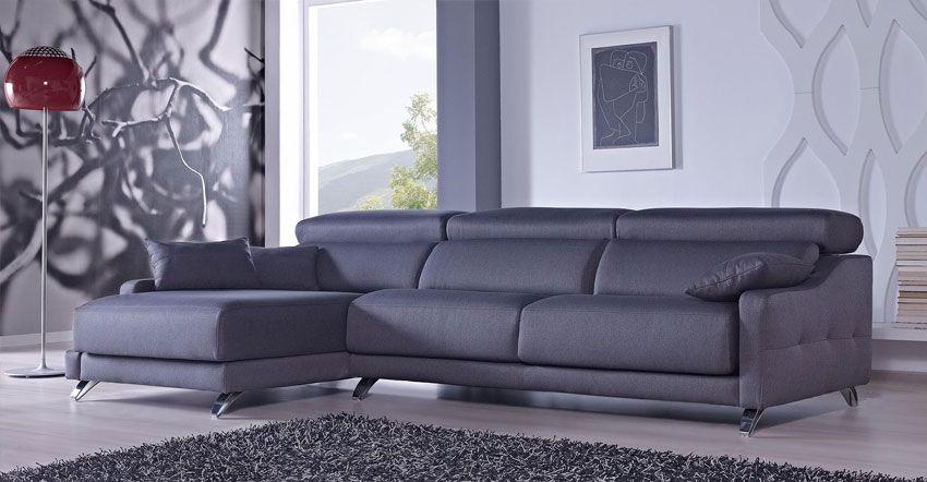 Sofa en forma de l en salón moderno